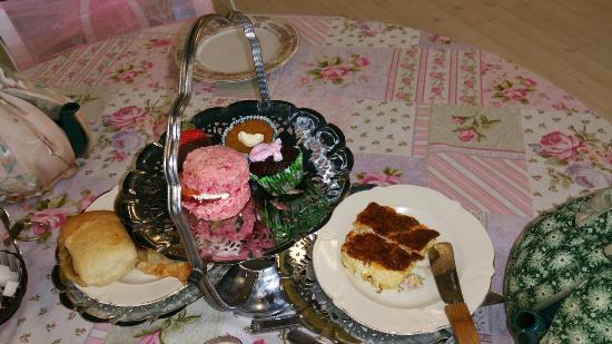 Magnolia Terrace Tea Room: Tea with hubby and pup