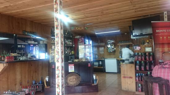 Poasito, Costa Rica: Inside the restaurant looking at the cash register.