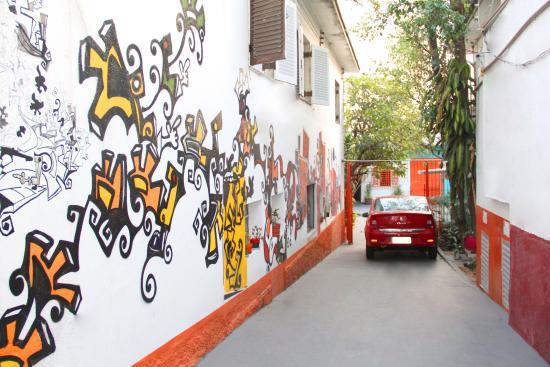 Sampa Hostel: Estacionamento cortesia para carros e motos