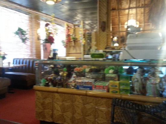 Villa Park, IL: Inside Tong's Tiki Hut