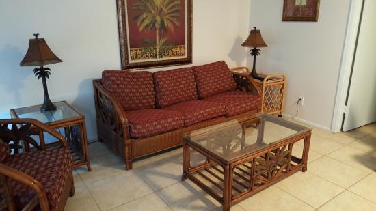 Paradise Isle Resort: living room 1 bedroom