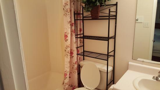 Paradise Isle Resort: 1 bedroom bathroom