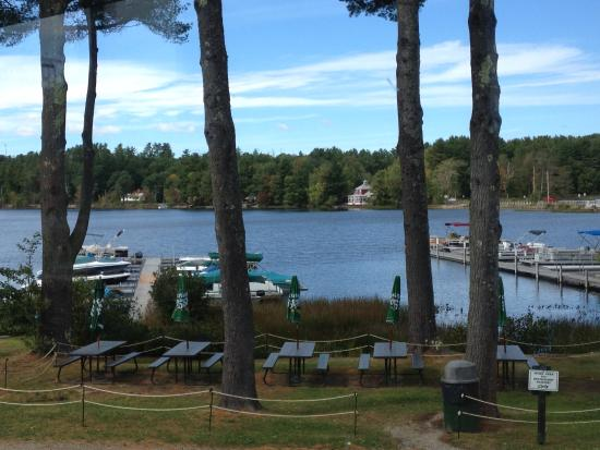 Cyndi's Dockside Restaurant: View of Middle Range Pond at Cyndi's