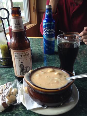 Cyndi's Dockside Restaurant: Delicious Clam Chowder!