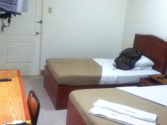 CebuView Tourist Inn : twin room3