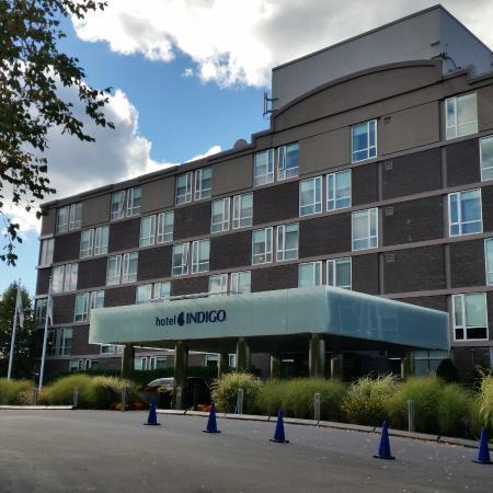 Hotel Indigo Boston Newton Riverside The Outside