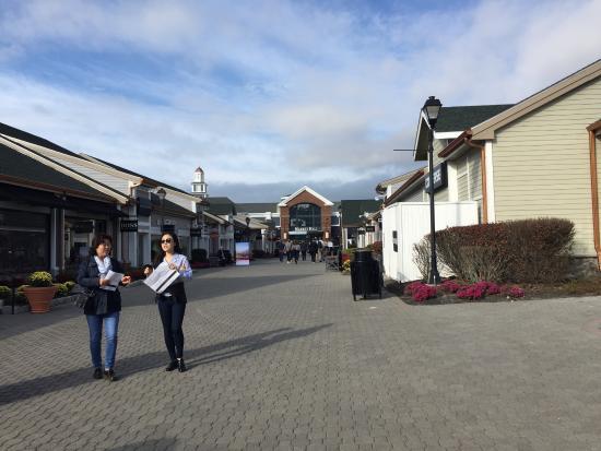 Foto de woodbury common premium outlets central valley - Central de compras web opiniones ...