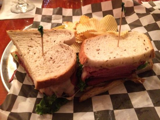 Annville, Pensylwania: New York Style Pastrami and Swiss with chips