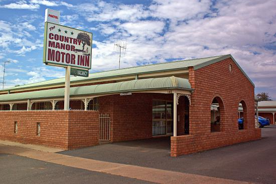 The Country Manor Motor Inn : Motel entrance