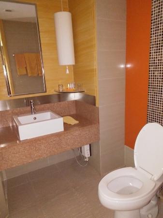 Tango Vibrant Living Place: Toilet Dan Wastafel