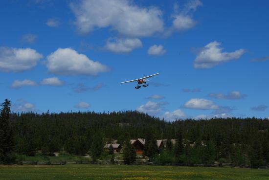 Terra Nostra Guest Ranch: Wasserflugzeug im Anflug
