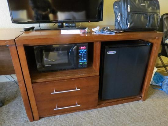 microwave and fridge - Picture of Comfort Inn Morro Bay