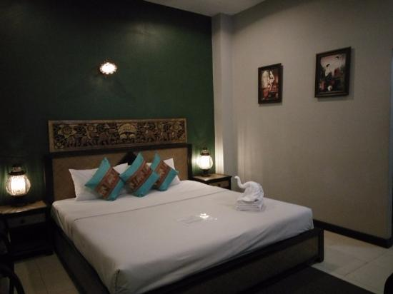 Chiangmai Night Bazaar Boutique Hotel: tempat tidur double bed