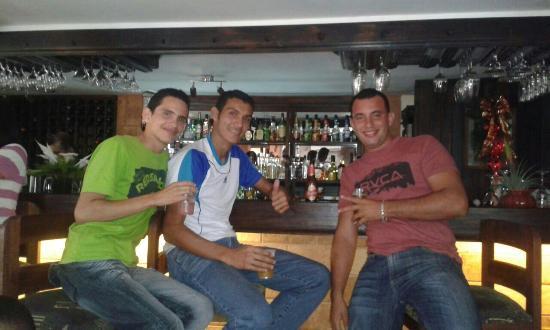 هوتل يي ريستورانتي إل أواسيس: Nos vemos en enero 2016 nuevamente Dios primero, exelente lugar. Grupo de Los Santos enero  2015