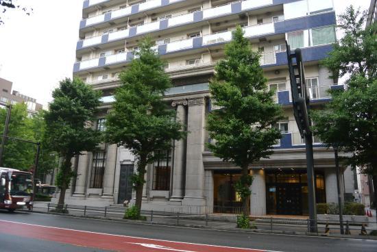 Former Tokyo Mitsubishi Bank Yokohama Central Branch : 扉の文様が独特