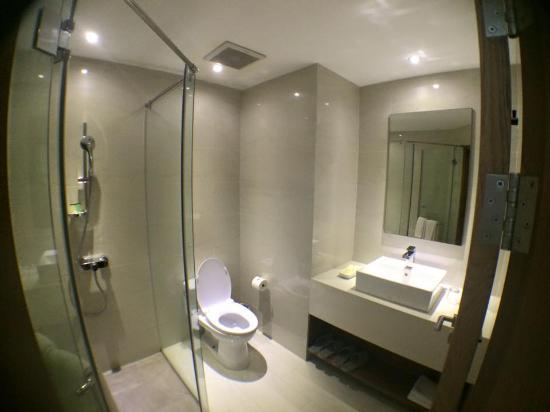 The Luxe Hotel Bathroom