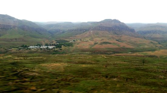uKhahlamba-Drakensberg Park, Sudáfrica: Amazing experience. .makes you realise how 'small' you actually are looking over these majestic