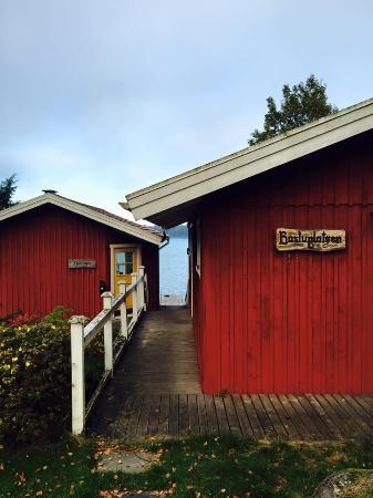 Tva Skyttlar: Nedanför Hotellet, såå vacker utsikt vid strandkanten:)