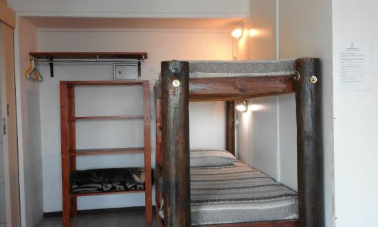 Amakaya Backpackers: Outeniqua Family room - double bed and bunk beds