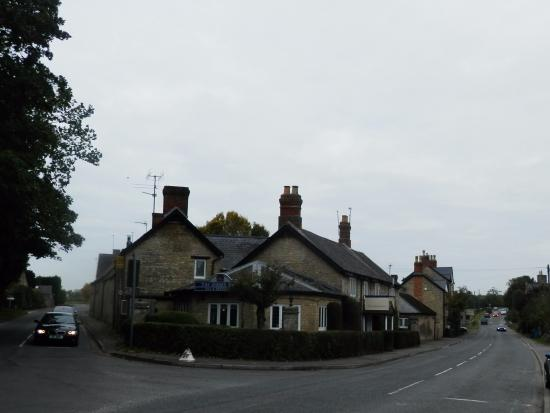 Middleton Stoney, UK: The Junction where the hotel is situated
