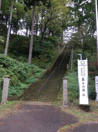 Kasugayama Shrine: この階段を上ります