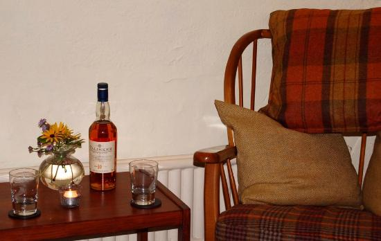 Llanfair Waterdine, UK: Whisky and Tartan