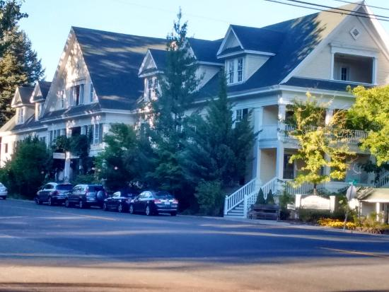 McCloud, CA: Front of hotel.