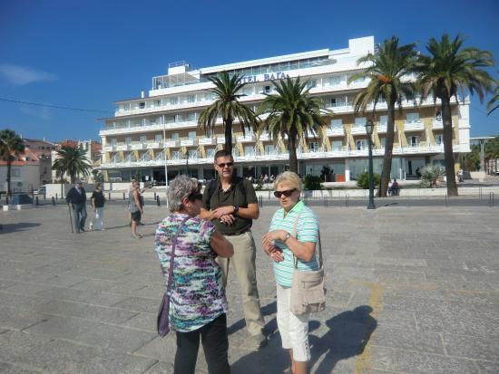 Hotel Baia: Hotellet sett från stranden