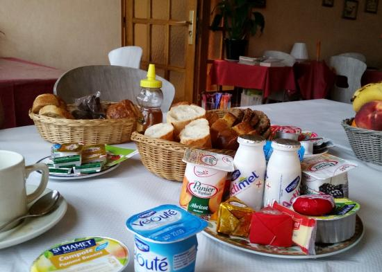 Saint-Jean-de-Losne, Francia: Big Individual Continental Breakfast