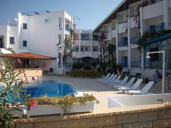 Sky Beach Hotel: Hotel mit Pool