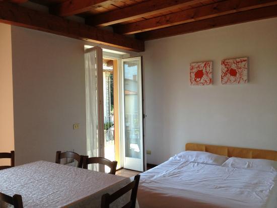 Bilocale senza vista lago, area soggiorno - Picture of Appartamenti ...