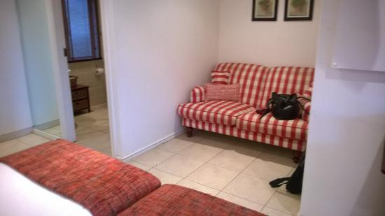 Villa Calla: Comfortable Couch in Room