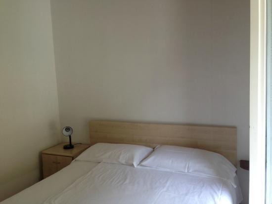 Trilocale senza vista lago, camera da letto matrimoniale - Picture ...