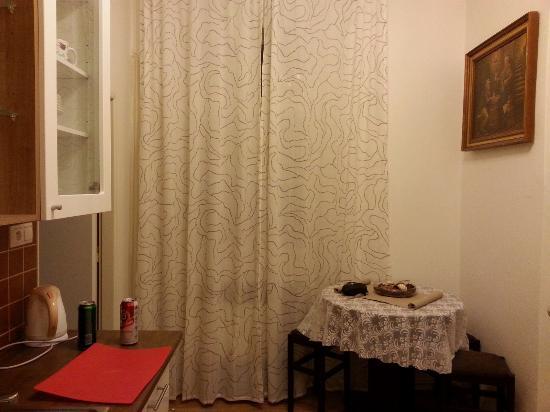 Old Prague Aparthotel: Вход на кухню