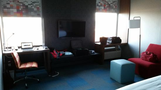Aloft Durham Downtown: Rest Of Room Beyond Foot Of Bed