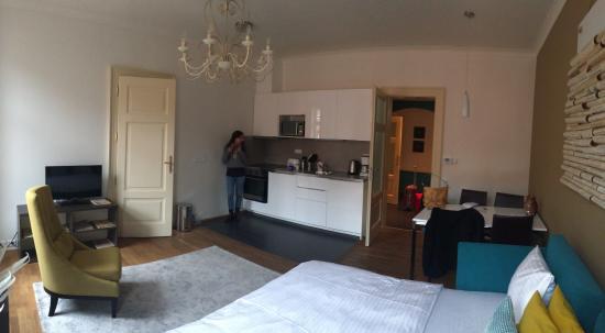 salotto con cucina e divano letto matrimoniale - Picture of 4 Arts ...
