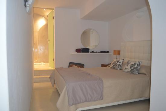 Oia Suites: camera da letto