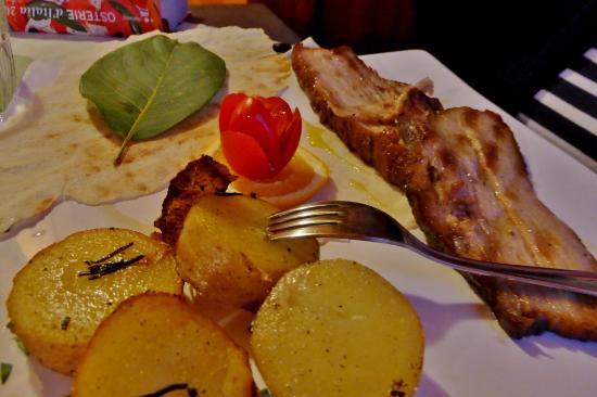 Montalcinello, İtalya: Gegrilltes Schweinefleisch