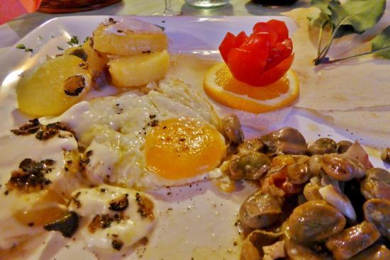 Montalcinello, İtalya: Rätselhaftes Spiegelei