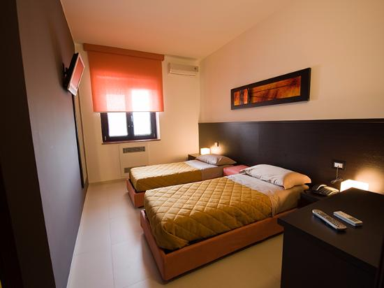 Camera da letto doppia - Picture of Rooms Lioni, Lioni - TripAdvisor