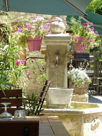 Ombleze, Prancis: La Fontaine