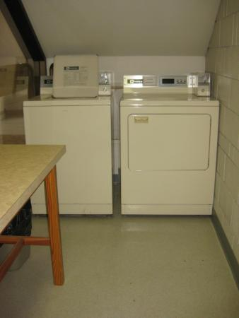 Quality Inn Quesnel: Washer and dryer down the hall.