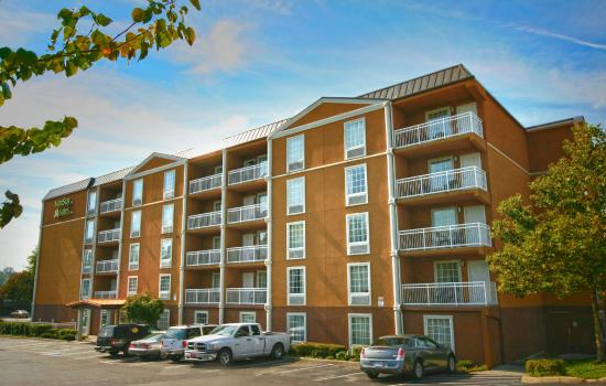 MainStay Suites Knoxville: Building