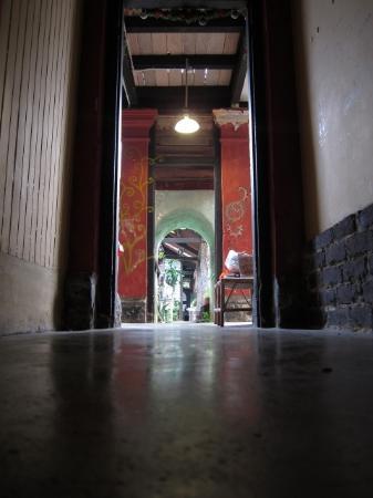 Emily Travellers' Home: Center corridor