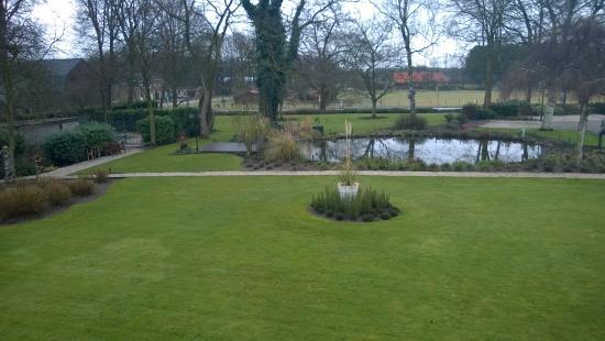 Auberge De Papenberg: Wunderschön angelegter Garten