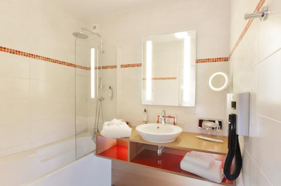 Best Western Plus Hotel De La Regate : Salle de bain