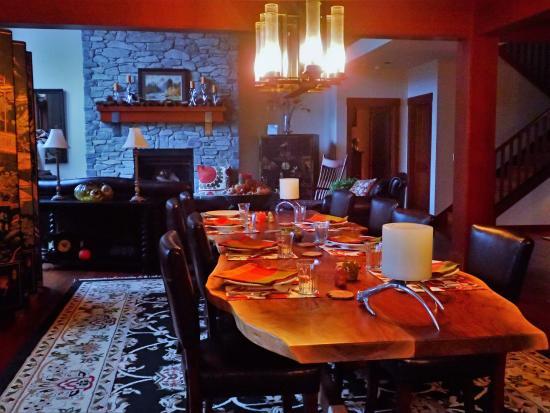Peak View Haus: dining room