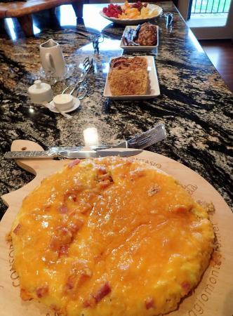 Peak View Haus: breakfast buffet