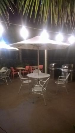 Home2 Suites Biloxi North / D'Iberville: Very nice grill area with two gas grills (overlooks river)