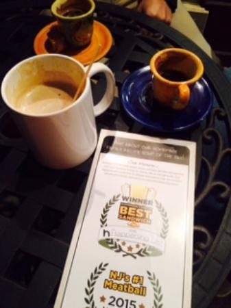 แลมเบิร์ตวิลล์, นิวเจอร์ซีย์: 'Special' coffee drinks while we waited for our meals.